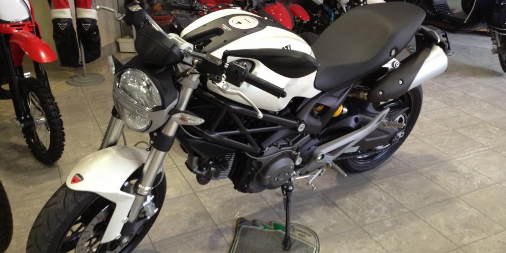 ducati monster 696 bianco perla lucca moto sport s r l. Black Bedroom Furniture Sets. Home Design Ideas