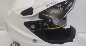 Casco touring airoh commander bianco lucido